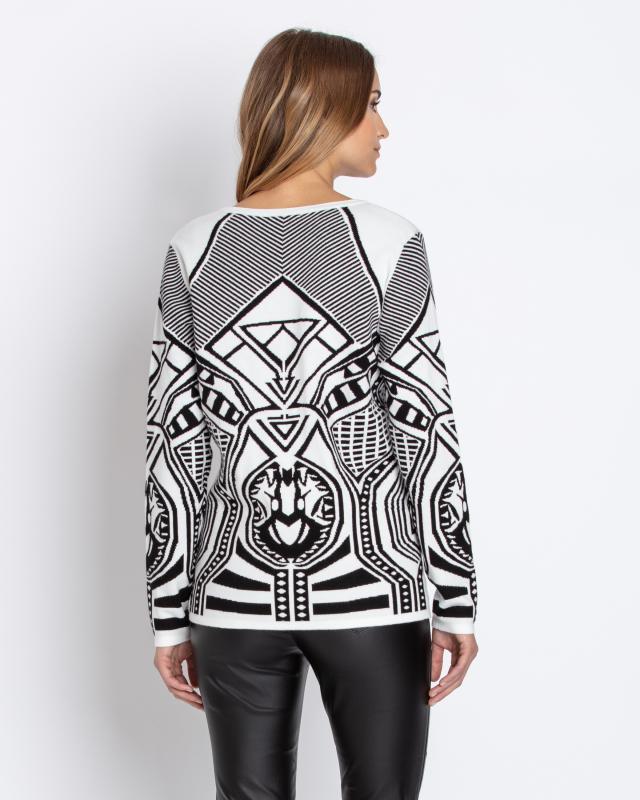 strickpullover-im-tribal-design