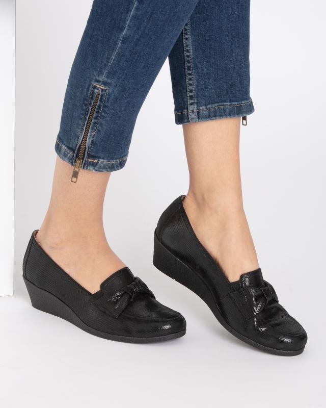 slipper-mit-schleife-und-keilabsatz