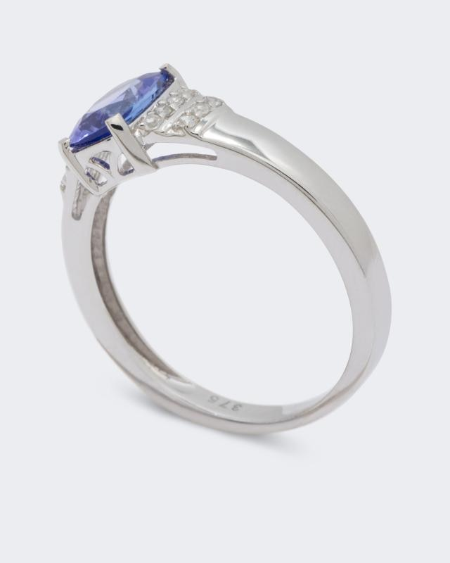 wei-gold-ring-mit-tansanit-und-zirkon