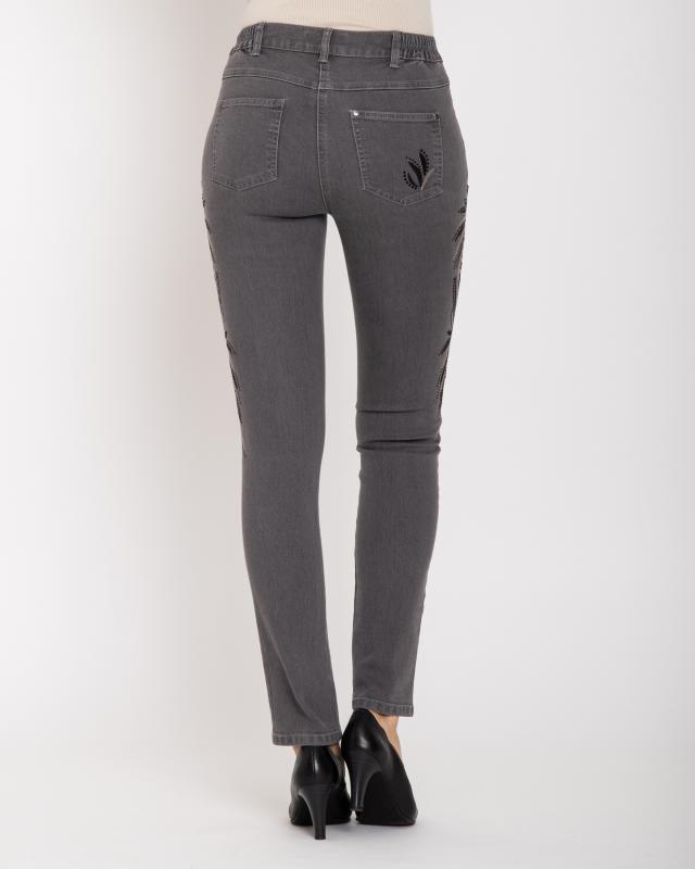jeans-mit-stickerei-strass