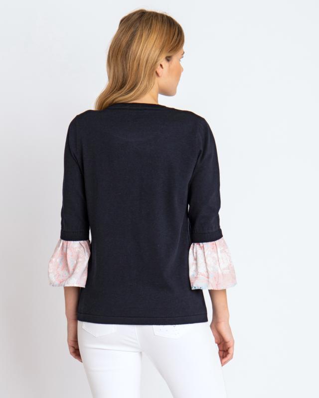pullover-mit-bedruckten-volantarmeln