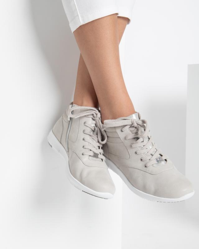 sneaker-stretch
