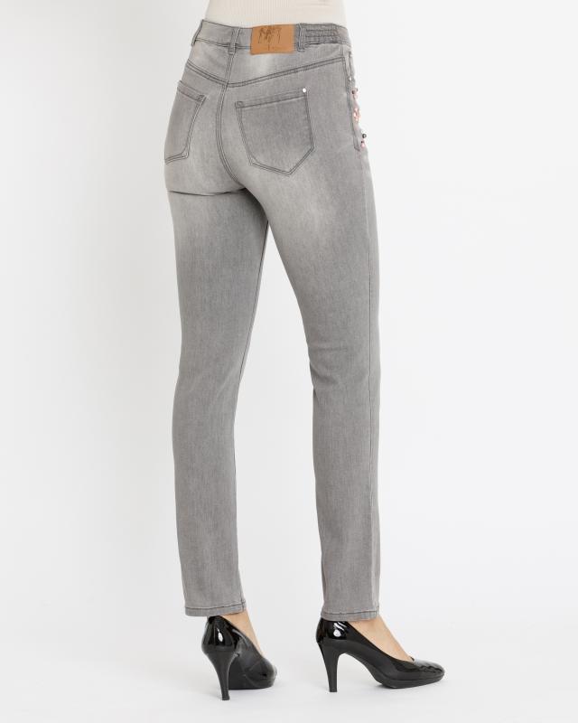 jeans-mit-strass-und-perlenverzierung