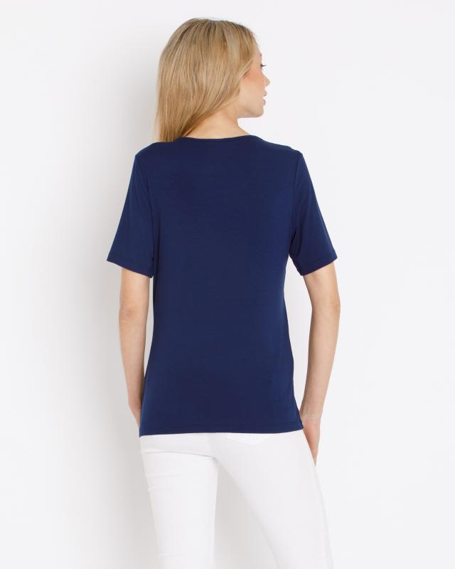 shirt-mit-verziertem-ausschnitt