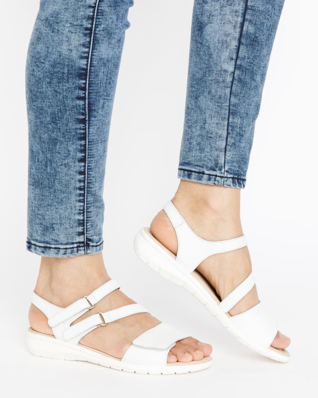 sandale-mit-klettverschlussen