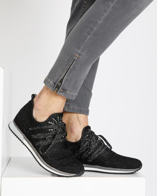 sneaker-mit-glanz-details
