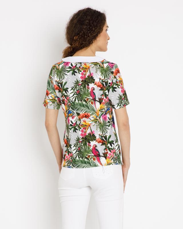 shirt-mit-modischem-druck