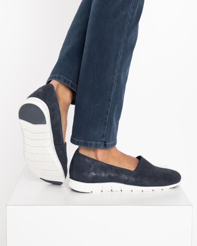 slipper-mit-lochmuster