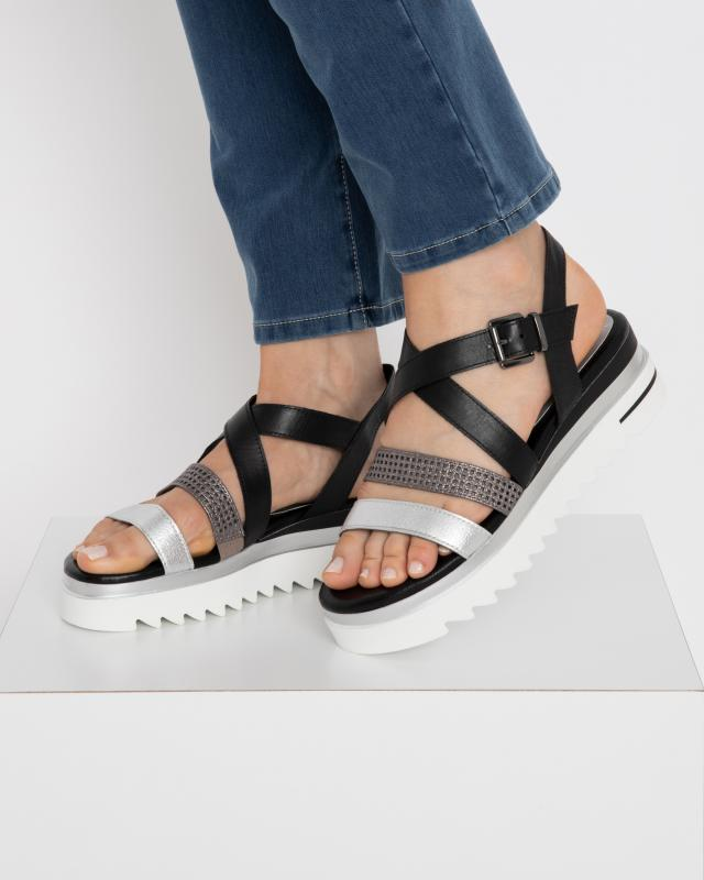 sandale-mit-metallik-leder