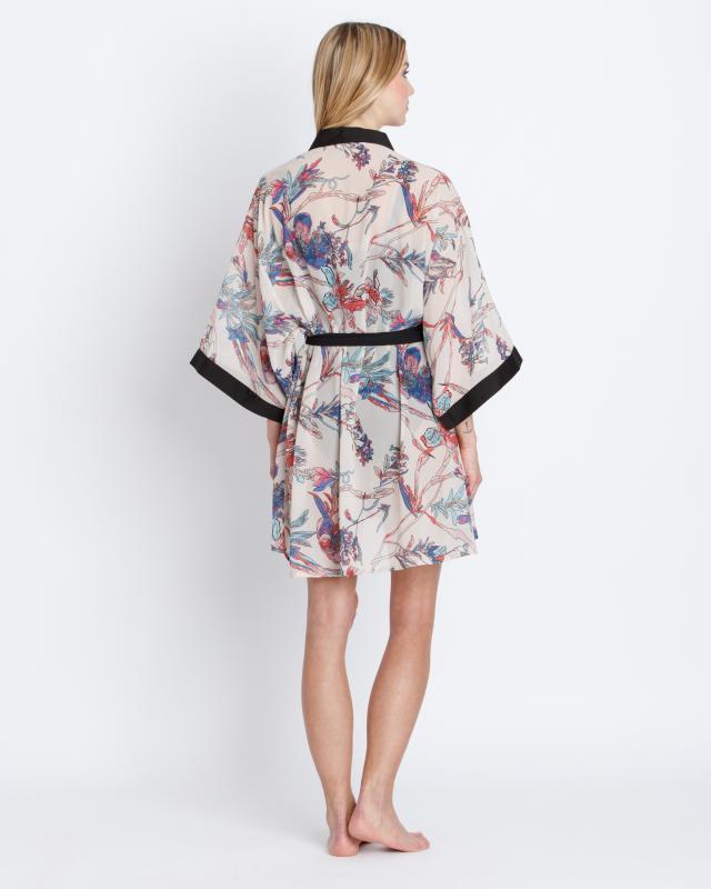 kimono-mit-taillen-bindegurtel