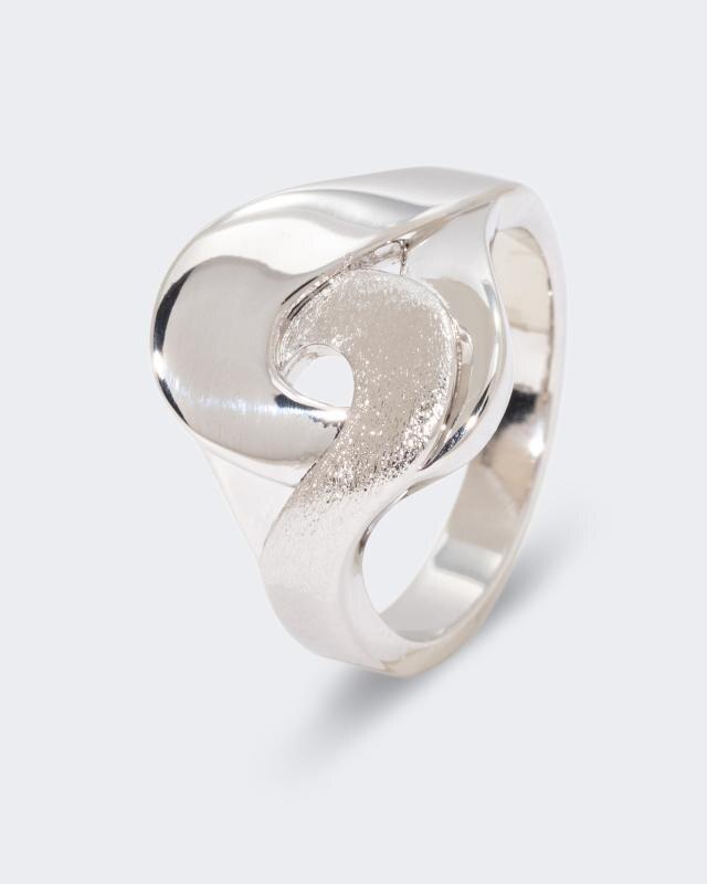 Ring mit breiter Ringschiene