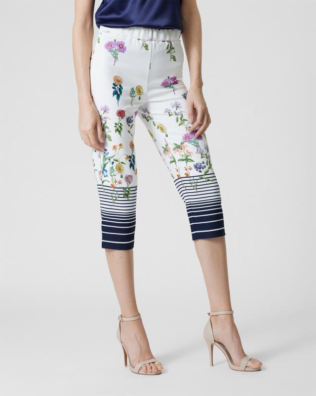 Hose mit Streifen- und Blütendruck