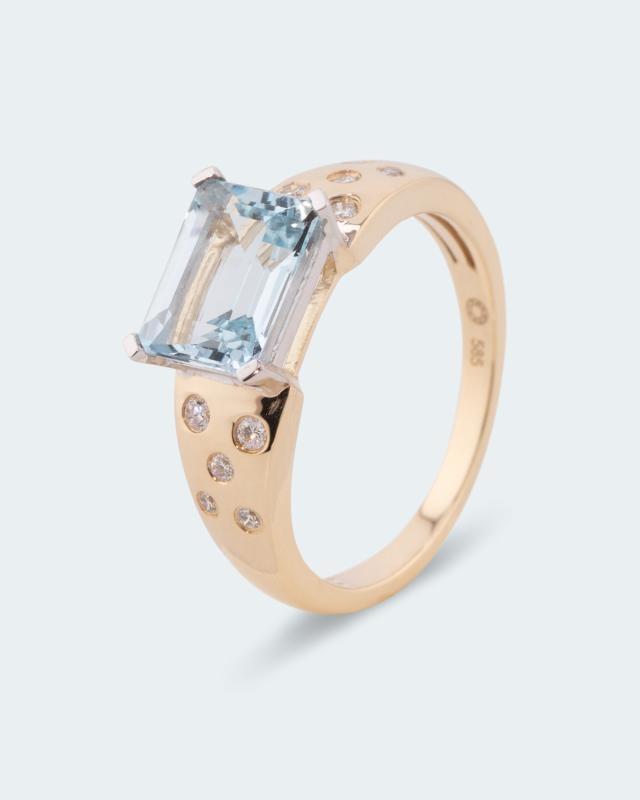Ring mit Aquamarin AAA