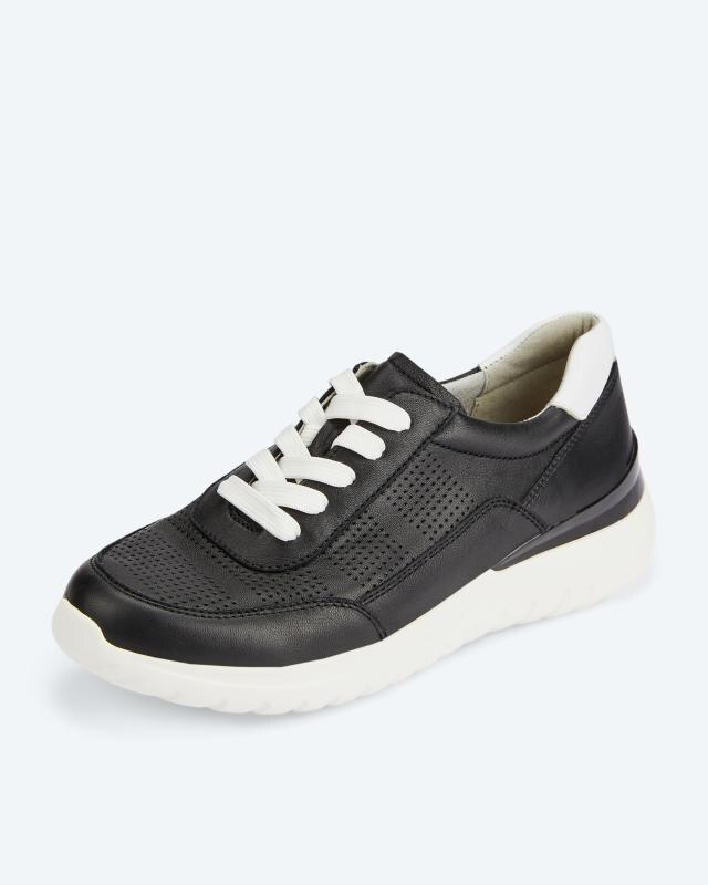 Sneaker mit Lochmuster