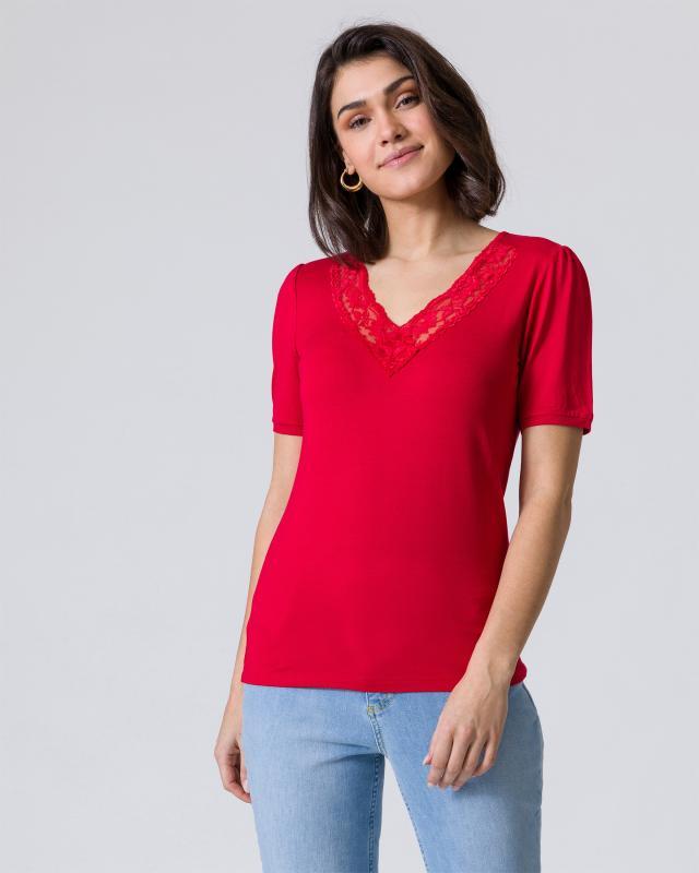 Shirt mit Spitze am Ausschnitt