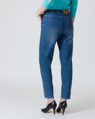 Jeans mit schrägen Taschen