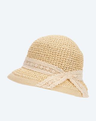 Hut mit Spitzenband