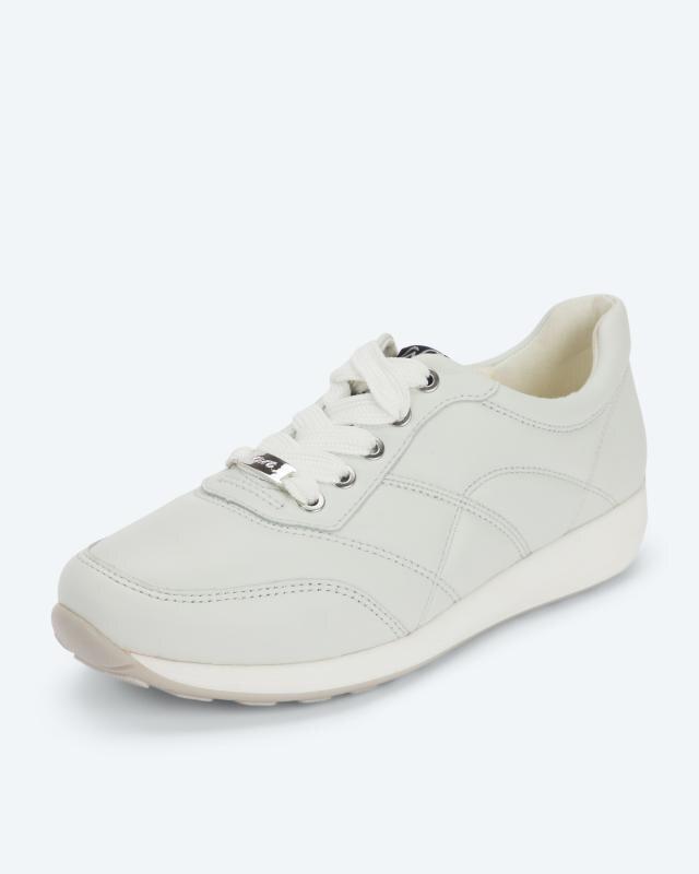 Sneaker mit Schnürung