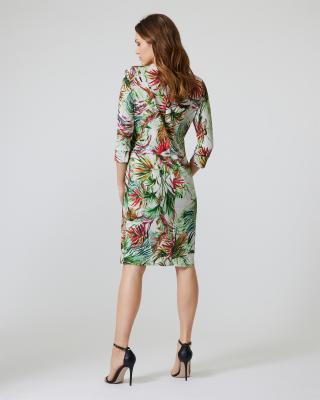 Wickelkleid mit Blättern und Blüten