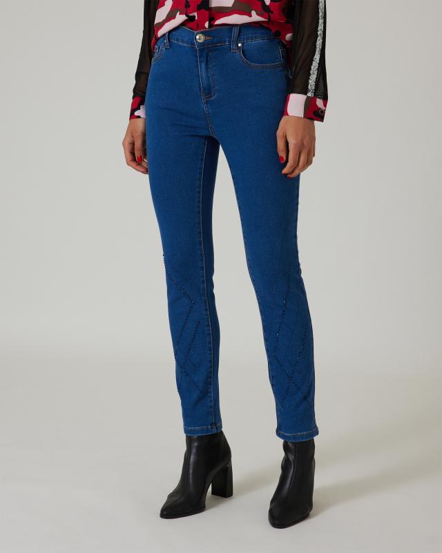 Jeans mit Strassverzierung