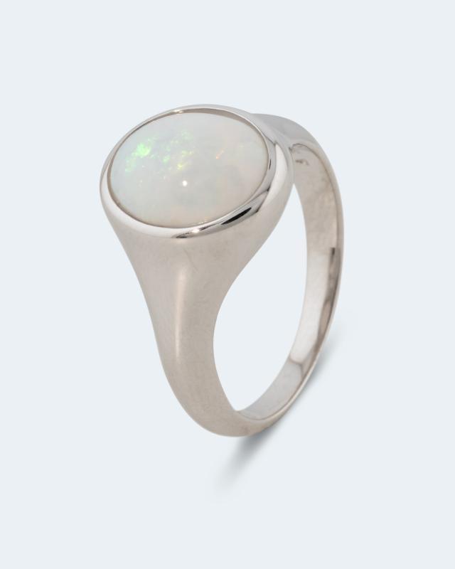Ring mit weißem Opal