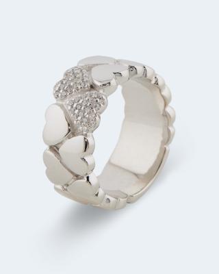 Ring im Herzdesign